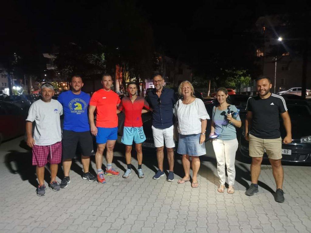 Betim Ibraimi e realizoi me sukses sfidën me 4 km notim, 180 km çiklizëm dhe 44 km vrap për 13 orë, me qëllim humanitar për mbledhjen e mjeteve për ndërtimin e objektit me iniciativë të Ergin Borovës (FOTO)