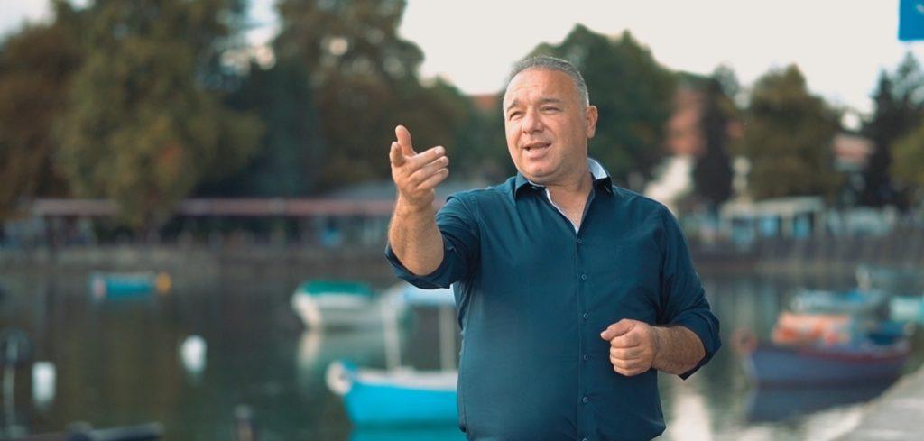 """Alim Dauti, këngëtari i njohur nga Shumi i Strugës vjen me videoklipin e ri të këngës së mrekullueshme ,""""Struga ime""""(VIDEO)"""