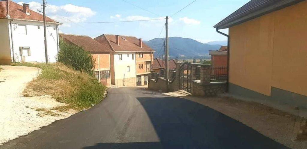 Komuna e Strugës asfalton rrugën që lidh fshatrat Dollogozhdë-Zhepin (FOTO)