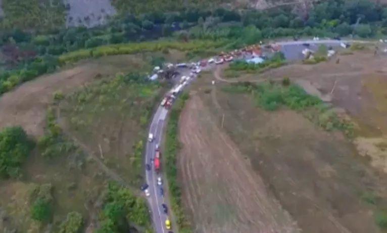 Pamje nga droni: Kjo është situata në veri të Kosovës pas raportimeve për tensione (VIDEO)