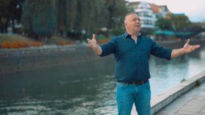 """Alim Dauti, këngëtari i njohur nga Shumi i Strugës i kushton këngë të mrekullueshme vendlindjes, """"Struga ime""""(VIDEO)"""