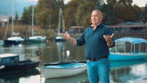 """Alim Dauti, këngëtari i njohur strugan që jeton në Zvicër vjen me videoklipin e ri të këngës """"Struga ime"""" (VIDEO)"""