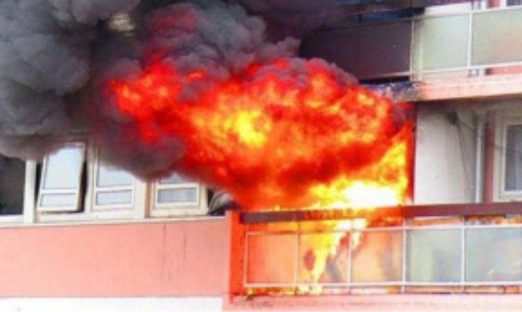 Tragjedi: Nënë e bir hidhen nga kati i tretë për të shpëtuar nga zjarri, vdiq 62-vjeçarja